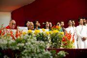 Ректор Наджиб Джанг, Далай-лама, министр связи Индии Капил Сибал. Вручение Далай-ламе диплома почетного доктора университета  Джамия Миллия Исламия. Нью-Дели, 23 ноября 2010 г. Фото: Тензин Чойджор, ОЕСДЛ