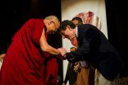 """Далай-лама и Ричард Дэвидсон на XXII конференции под эгидой института """"Ум и жизнь"""". Нью-Дели, 21 ноября. Фото: Тензин Чойджор, ОЕСДЛ"""