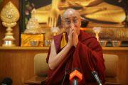 Далай-лама читает молитвы о благополучии народа Калмыкии в наступающем году. Дхарамсала, Индия. 29 ноября 2010 г. Фото: Игорь Янчеглов