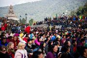 """Толпы людей собрались в """"Будда парке"""" в Равангле, чтобы послушать Его Святейшество Далай-ламу, Сикким, Индия, 19 декабря 2010. Фото Тензин Чойджор (Офис ЕСДЛ)"""