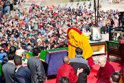 """По завершении своей речи Его Святейшество Далай-лама благодарит людей, собравшихся в """"Будда парке"""" в Равангле, Сикким, Индия, 19 декабря 2010. Фото Тензин Чойджор (Офис ЕСДЛ)"""