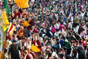 Его Святейшество прибывает в монастырь Дропен Линг в Сиккиме. 20 декабря 2010. Фото: Тензин Чойджор (Офис ЕСДЛ)