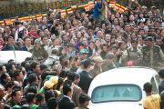 Его Святейшество Далай-лама покидает институт буддологии в Салугаре, Западная Бенгалия, 23 декабря 2010. Фото Тензин Чойджор (Офис ЕСДЛ)