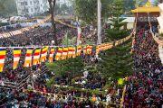 Люди собрались слушать учения Далай-ламы в институте буддологии в Салугаре, Западная Бенгалия, 23 декабря 2010. Фото Тензин Чойджор (Офис ЕСДЛ)