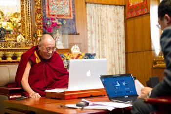 Далай-лама провел видеоконференцию с китайскими правозащитниками