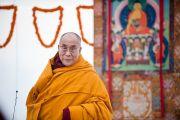 Его Святейшество Далай-лама выступает на зключительном заседании конференции «Перевод Тенгьюра: следуя традициям 17 пандитов Наланды» в Сарнатхе, Индия. 11 января 2011. Фото: Тензин Чойджор (Офис ЕСДЛ)
