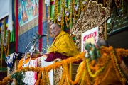 Его Святейшество Далай-лама во время учений в Сарнатхе, Индия, 15 января 2011. Фото: Тензин Чойджор (Офис ЕСДЛ)