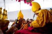 Во время молебна о долголетии Его Святейшества Далай-ламы, Сарнатх, Индия, 16 января 2011. Фото: Тензин Чойджор (Офис ЕСДЛ)