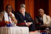 Преподаватели Санскритского университета Сампурананд слушают выступление Его Святейшества Далай-ламы. Варанаси, Индия. 17 января 2011. Фото: Тензин Чойджор (Офис ЕСДЛ)
