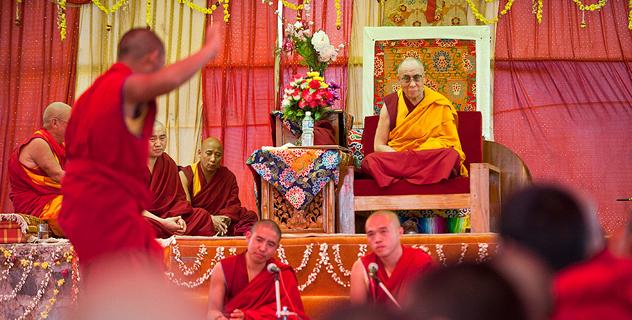 Его Святейшество освятил новый зал в монастыре Рато и начал серию учений в Мандгоде
