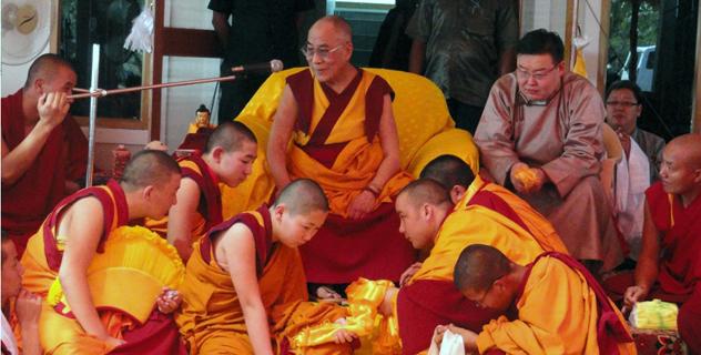 Далай-лама встретился с монахами из Монголии и России в монастыре Дрепунг Гоманг