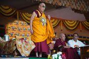 Его Святейшество Далай-лама во время встречи с тибетцами, живущими в Мандгоде. Индия, 1 февраля 2011. Фото: Тензин Чойджор (Офис ЕСДЛ)