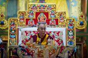 Его Святейшество Далай-лама дает учения в монастыре Ганден Шарцзе, Мандгод. Индия, 5 февраля 2011. Фото: Тензин Чойджор (офис ЕСДЛ)