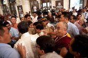 Отъезд Его Святейшества Далай-ламы из университета Мумбаи, Индия. 18 февраля 2011. Фото: Тензин Чойджор (офис ЕСДЛ)