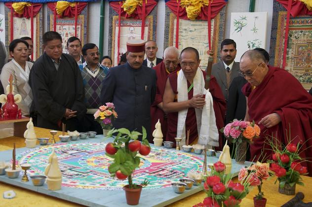 Его Святейшество Далай-лама побывал на праздновании 50-летия Мен-ци-кханга