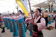 Артисты из Тибетского института театральных искусств исполняют тибетский гимн на праздновании 52-й годовщины Тибетского народного восстания. Дхарамсала, Индия. 10 марта 2011