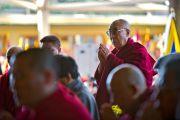 Его Святейшество Далай-лама во время молитвы в главном храме по случаю 52-й годовщины Тибетского народного восстания. Дхарамсала, Индия. 10 марта 2011