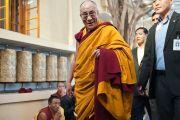 Его Святейшество Далай-лама в главном храме (Цуглакане) перед учениями для буддистов Тайланда. Дхарамсала, Индия. 15 марта 2011. Фото: Тензин Чойджор (Офис ЕСДЛ)