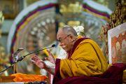 Его Святейшество Далай-лама во время учений, дарованных им по просьбе буддистов из Тайланда. Дхарамсала, Индия. 15 марта 2011. Фото: Тензин Чойджор (Офис ЕСДЛ)