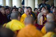 Профессор Самдонг Ринпоче и другие члены Центральной тибетской администрации слушают Далай-ламу. Дхрамасала, Индия. 19 марта 2011. Фото: Тензин Чойджор (Офис ЕСДЛ)