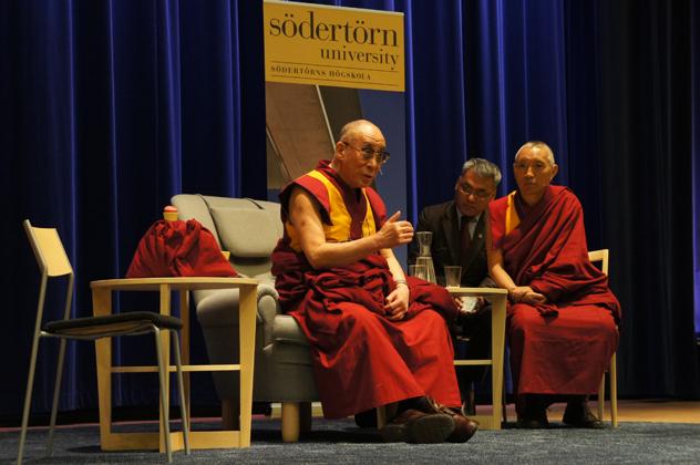 Его Святейшество Далай-лама прибыл в Швецию