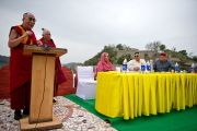 Его Святейшество Далай-лама выступил с краткой речью на отркытии музея махараджи Сансар Чанда в Кангре, штат Химачал Прадеш, Индия. 6 апреля 2011. Фото: Тензин Чойджор (Офис ЕСДЛ)