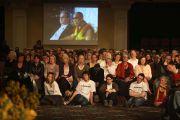 """Во время выступления Его Святейшества Далай-ламы на форуме """"Возможности 2011"""" в Дублине, Ирландия. 13 апреля 2011. Фото: Тензин Такла (Офис ЕСДЛ)"""