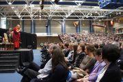 Его Святейшество Далай-лама прочитал лекцию о силе сострадания в университете Лимерика, Ирландия. 14 апреля 2011. Фото: Speirs