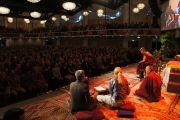 """Около 2500 человек собрались послушать лекцию Его Святейшества Далай-ламы """"Что такое жизнь?"""". Копенгаген, Дания. 18 апреля 2011"""