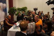 Его Святейшество Далай-лама на пресс-конференции. Дания, Копенгаген. 18 апреля 2011