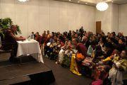 Его Святейшество Далай-лама на встрече с членами местной тибетской общины. Копенгаген, Дания. 18 апреля 2011