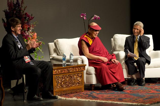 Его Святейшество выступил с лекциями о правах человека и сострадании