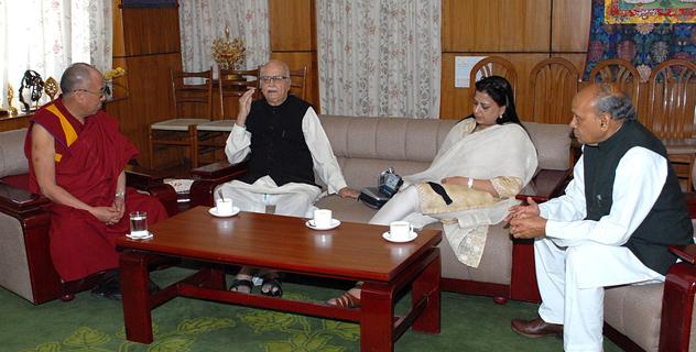 Его Святейшество Далай-лама встретился с бывшим заместителем премьер-министра Индии