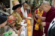 Дети в национальных тибетских одеждах совершили традиционное подношение «дросо чемар». Лонг-Бич, штат Калифорния. 2 мая 2011. Фото: Дон Фарбер.