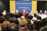 Его Святейшество Далай-лама, китайские студенты и ученые во время дискуссии о современном положении тибетского буддизма. Миннеаполис, штат Миннесота. 7 мая 2011.