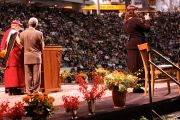 """Его Святейшество Далай-лама во время лекции """"Обретение мира на Земле через внутреннее умиротворение"""". Университет Миннесоты, Миннеаполис, США. 8 мая 2011."""