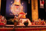 Его Святейшество Далай-лама во время посвящения Будды Медицины в университете Миннесоты, Миннеаполис, США. 8 мая 2011.