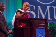 Его Святейшество Далай-лама выступает на 10-м Хартовском форуме глобальных лидеров в Южном методистском университете. Даллас, штат Техас. 9 мая 2011. Фото: David Leeson