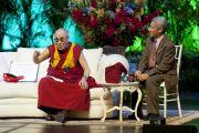 Его Святейшество Далай-лама отвечает на вопросы слушателей на 10-м Хартовском форуме глобальных лидеров в Южном методистском университете. Даллас, штат Техас. 9 мая 2011. Фото: Clayton T Smith