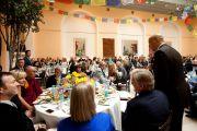 Мэр Ньюарка Кори Букер обращается к Его Святейшеству Далай-ламе во время официального обеда. Ньюарк, штат Нью-Джерси. 13 мая 2011. Фото: Raymond Adams