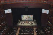 Мирный образовательный саммит проходил в Центре исполнительских искусств Ньюарка, штат Нью-Джерси. 14 мая 2011. Фото: Sonam Zoksang