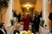 Его Святейшество Далай-лама обращается к гостям на официальном обеде. Ньюарк, штат Нью-Джерси. 13 мая 2011. Фото: Raymond Adams