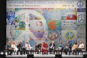 Участники дискуссии на Мирном образовательном саммите в Ньюарке, штат Нью-Джерси. 14 мая 2011. Фото: Sonam Zoksang