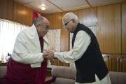 Его Святейшество Далай-лама и бывший заместитель премьер-министра Индии Лал Кришна Адвани в резиденции Далай-ламы в Дхарамсале, Индия. 18 мая 2011. Фото: Тензин Чойджор (Офис ЕСДЛ)