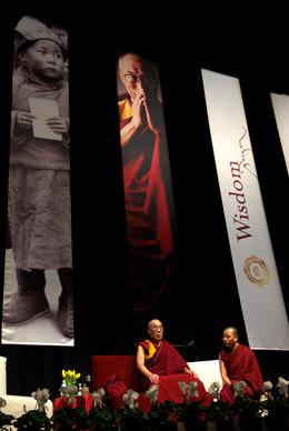Далай-лама начал учения в Мельбурне по тексту «Путь Бодхисаттвы»