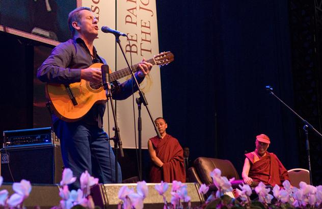 Визит Его Святейшества в Австралию закончился концертом «Песни для Далай-ламы»
