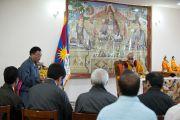 Его Святейшество Далай-лама во время церемонии освящения здания секретариата Кашага (кабинета министров) Центральной тибетской администрации. Дхарамсала, Индия. 2 июня 2011. Фото: Тензин Чойджор, ОЕСДЛ