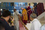 Его Святейшеству Далай-ламе показывают здание секретариата Кашага (кабинета министров) Центральной тибетской администрации. Дхарамсала, Индия. 2 июня 2011. Фото: Тензин Чойджор, ОЕСДЛ