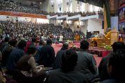 Его Святейшество Далай-лама следит за философским диспутом между учащимися группы по изучению буддизма тибетской общины Дхарамсалы в Тибетской детской деревне.  Дхарамсала, Индия. 4 июня 2011. Фото: Тензин Чойджор (Офис ЕСДЛ)
