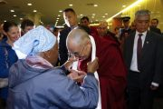 Его Святейшество Далай-лама в аэропорту города Крайстчерч, Новая Зеландия. 7 июня 2011 г. Фото: Martin Hunter/Getty Images